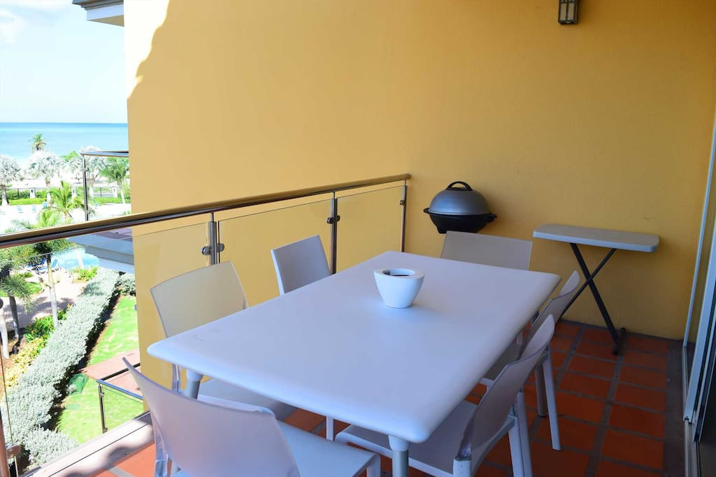 Your balcony with 6-seat dining table and BBQ-grill