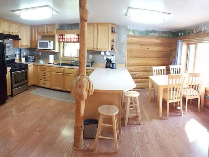 15 acre lakefront cabin with boats, sauna, trails