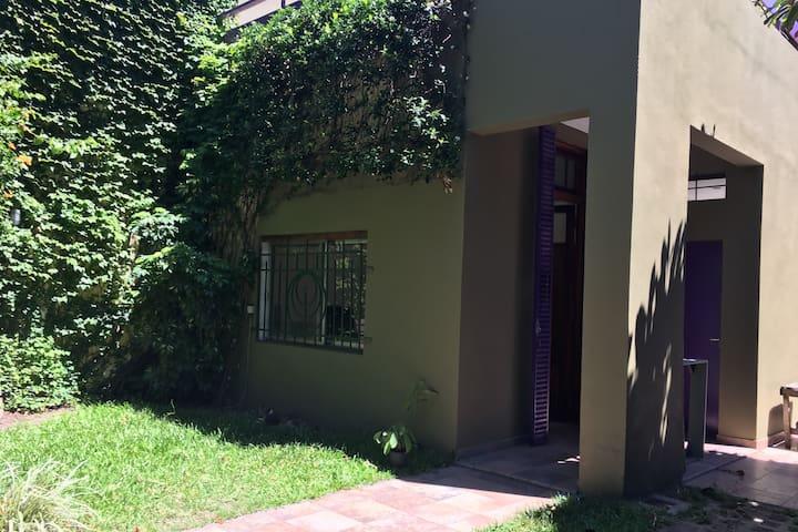 Casa familiar con jardín, terraza y parrilla - Buenos Aires - Rumah