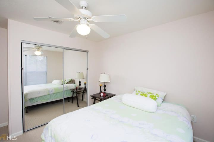 1 Master Suite near Downtown and UGA Campus.