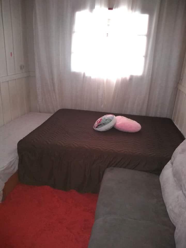 Quarto mobiliada