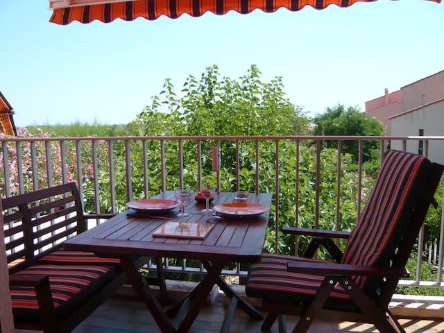 Bonito apartamento con terraza, vista al mar