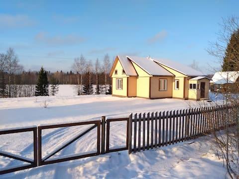 Уютный дом на берегу озера