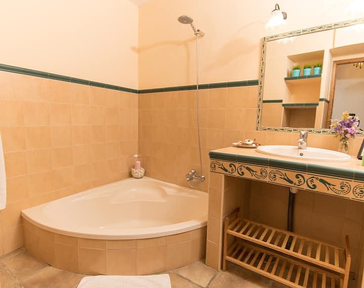 Kala - Habitación Suite con Bañera y Patio Privado