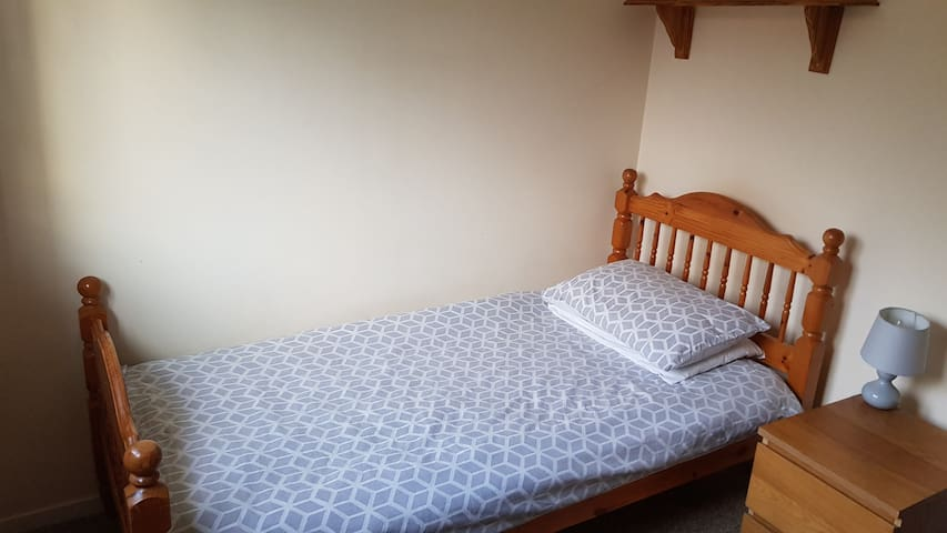 Spare single bedroom for local employee worker.