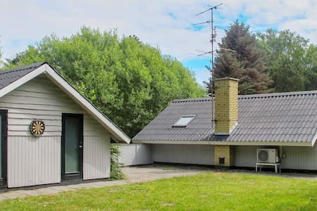 6 person holiday home in Rødby