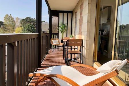 Beau studio terrasse vue jardin, à 2 pas de la mer