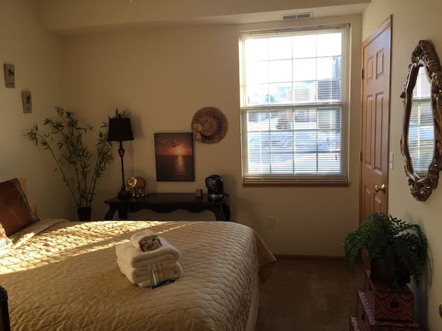 R&R Retreat ~ Guest Room & Bath - Woodbury - Byhus
