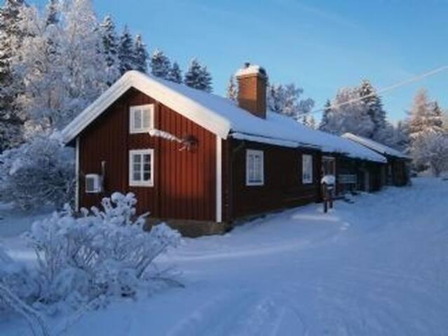 Mysig timmerstuga i Klövsjö ☆