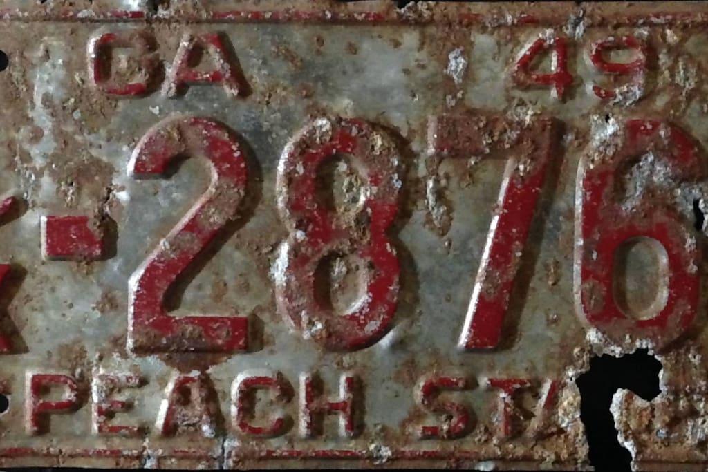 EAV Local - 1949 License plate?