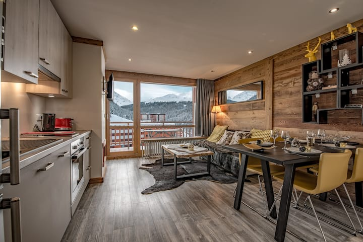 *Perfect lodging heart of Courchevel  ski in/out*