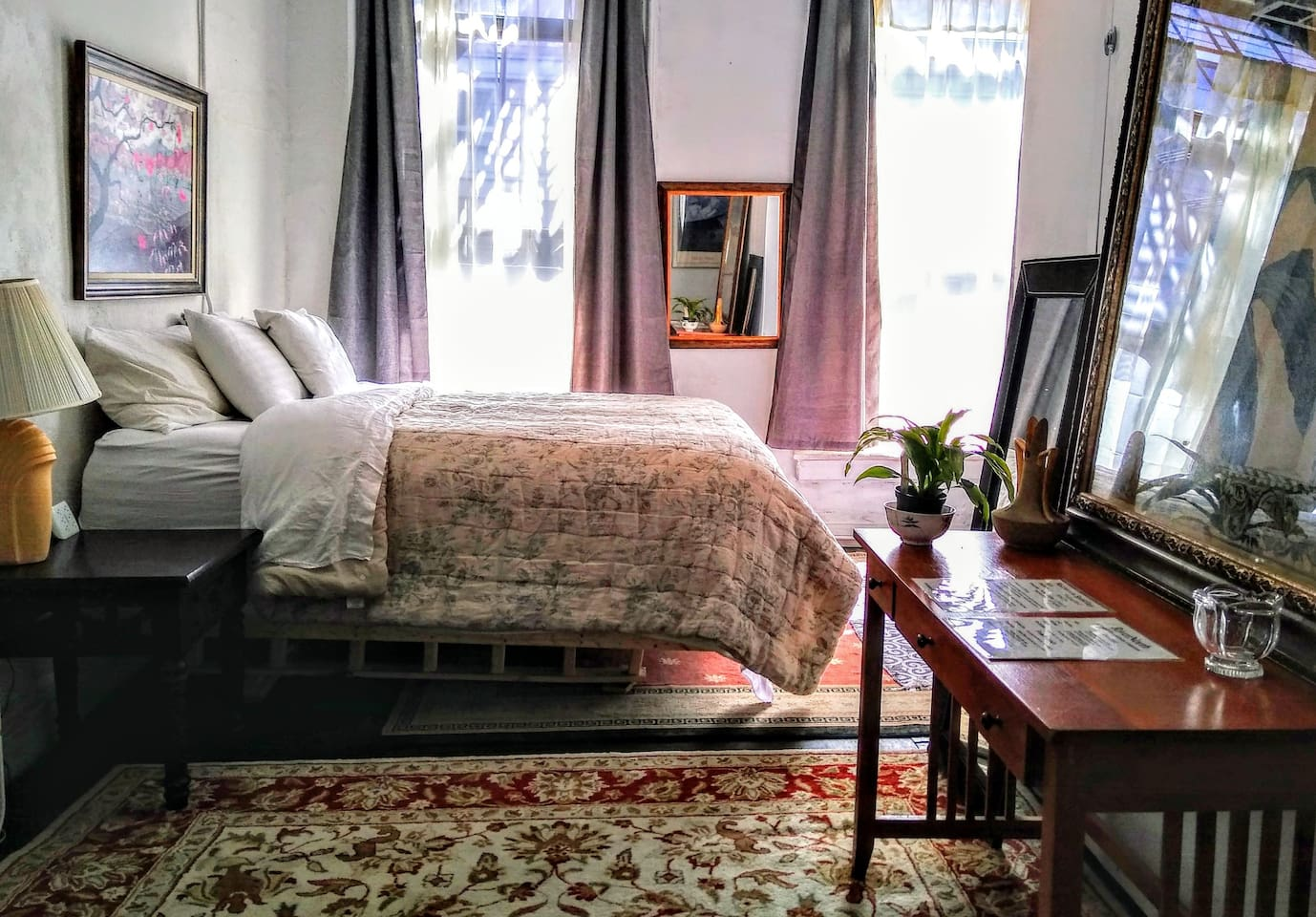 We have wonderful King beds adorned with fine Italian and Portuguese linens 5 different pillows and warm and comfy duvets. We're bed snobs. We bring in a full twin bed when needed.