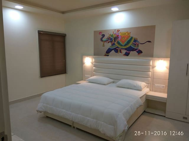 Bed Room with Kingsize bed