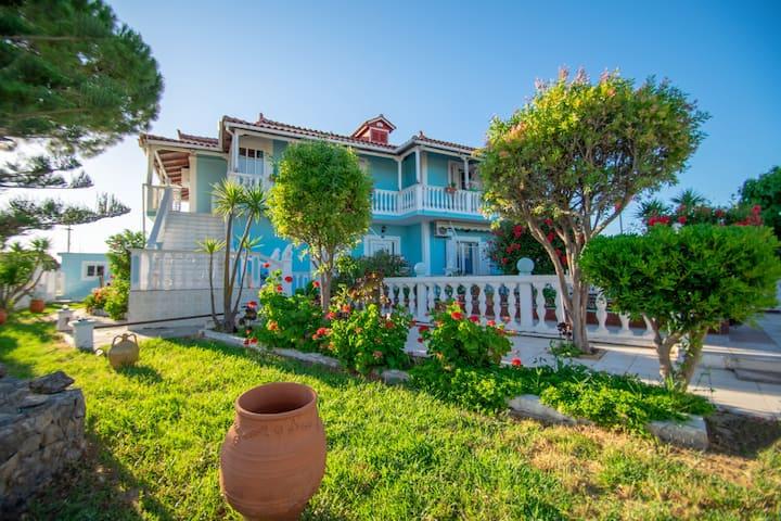 Stathis Beachfront Luxury Rooms 3