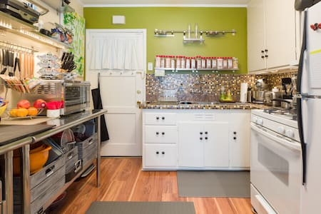 Private Studio for Weary Travelers Near SFO - Burlingame - Apartment