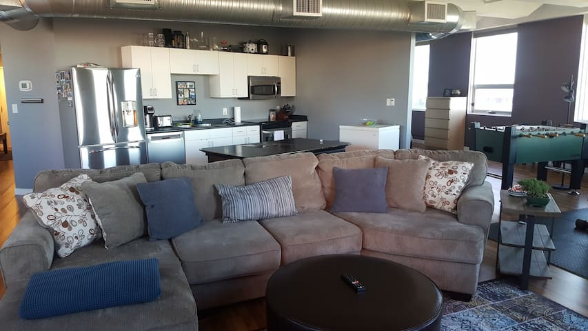 Huge Downtown YEG Loft Close to Rogers Place