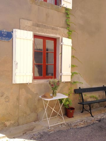 Aux Volets Blancs/With White Shutters