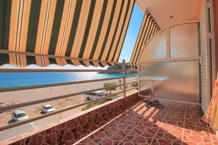 Flat with sea view & large balcony, Livadhi Beach