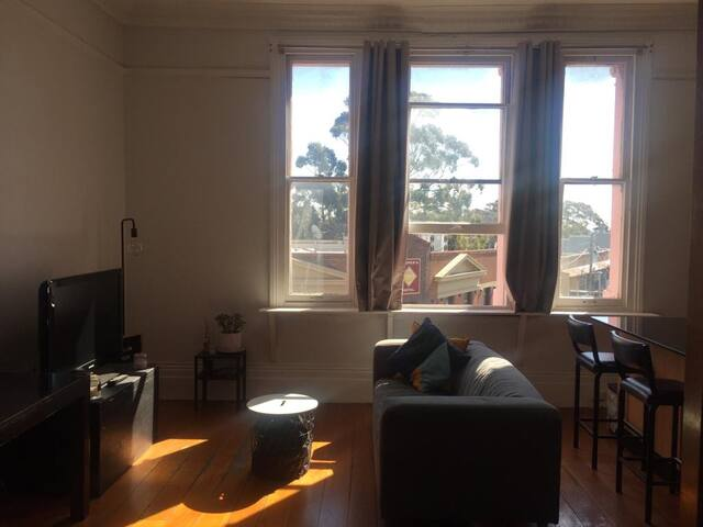 Lovely studio  in the heart of Newtown!
