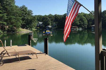 "Peaceful Lakefront Getaway at ""Dream Cove True"" - Huddleston - 独立屋"