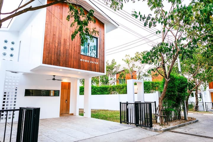 Centrally located Phuket 5 🌟 3 Bed house