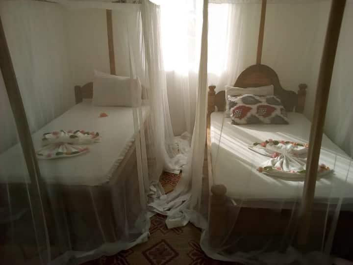 Villa Sunshine- twin bedroom, sharing bathroom