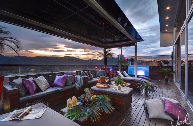 3 FLR 9 BEDROOM BOUTIQUE PENTHOUSE - Medellin  - Daire