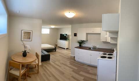 Gloednieuwe suite in een rustige zuidwijk