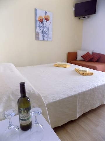 Room 1.2 km from beach - Brseč - Bed & Breakfast