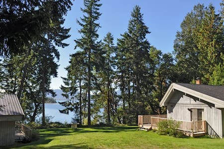 Crescent Point Cottages - Thetis Island