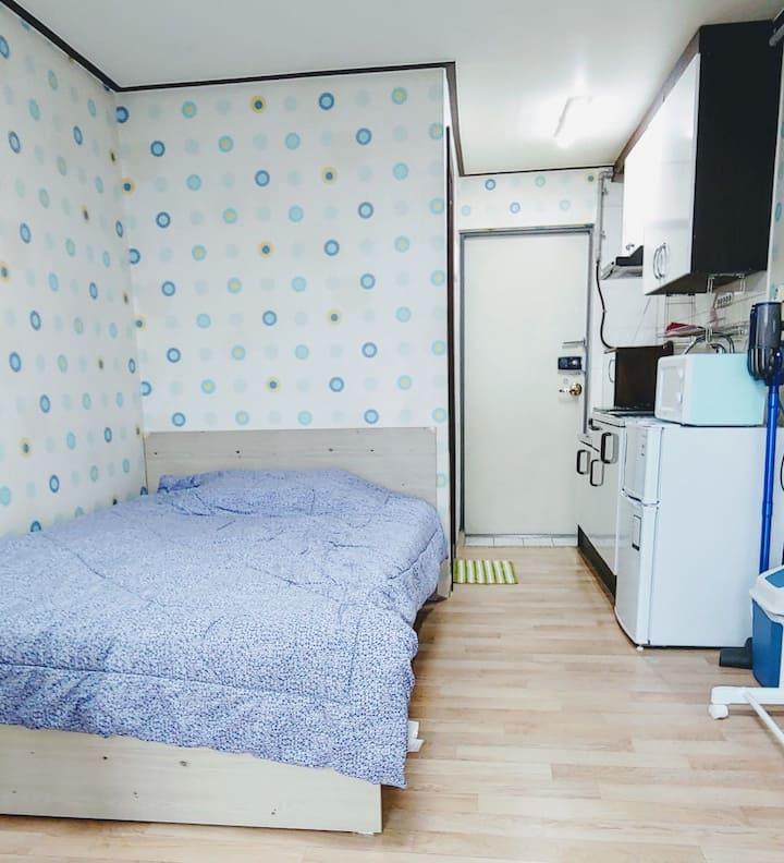 조용하고 깨끗한 가성비 좋은숙소에요(영통역1km,삼성전자0.8km)
