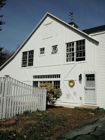 Charming Carriage house 2 bedroom condo. - Andover - Townhouse