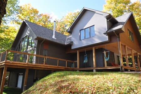 Stunning 4 Season Waterfront Cottage