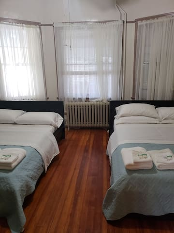 Private Cozy Three Bedroom apartment for 8
