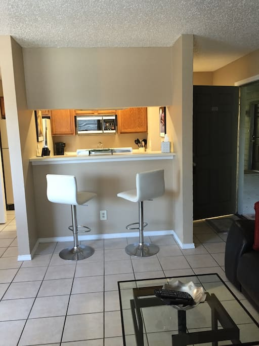 Full size Kitchen and Bar area