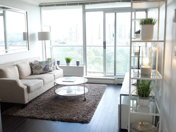 Downtown 1-Bedroom with Stunning Water/Park Views