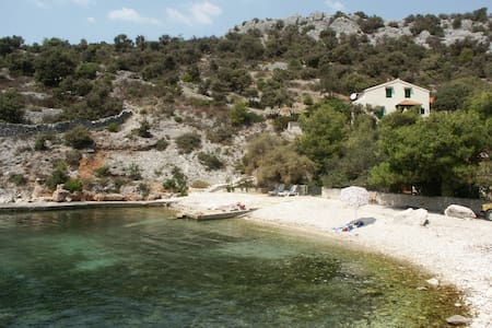 Villa on beach, quiet and coalesced with nature - Marina - Villa