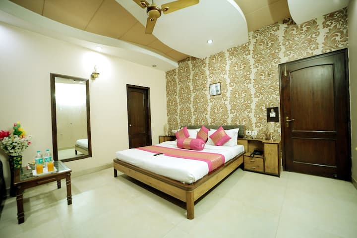 ROOMS WITH BREAKFAST @KAROL BAGH NEW DELHI