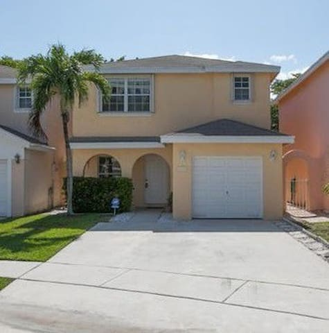 Beautiful Complete 1500 S/F House  3Bd/2.5 Ba.