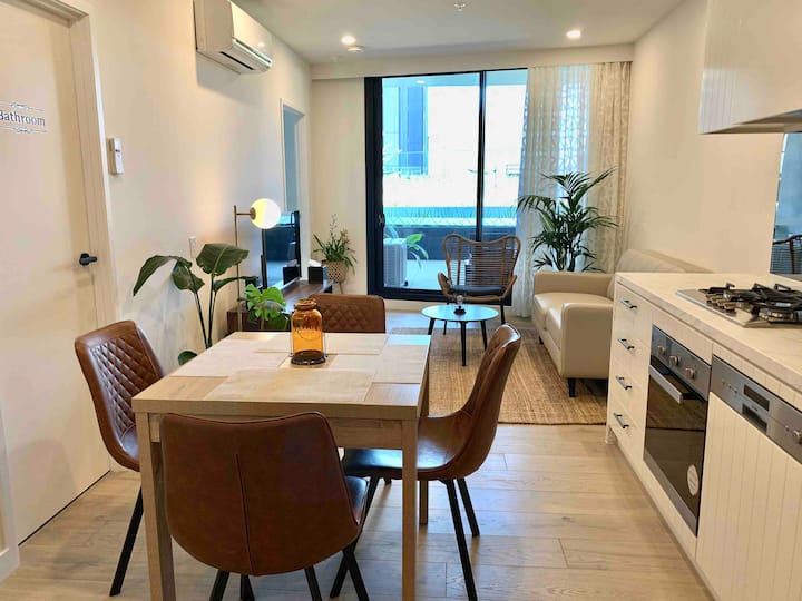 M-City 2 BR/2 BA Apartment with Free Parking