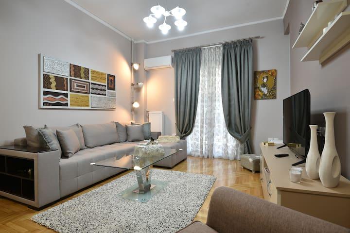 A boutique apartment at Acropolis next to metro