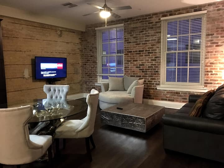 NEW 2BR LUXURY CANAL ST APT • BEST LOCATION DTNOLA