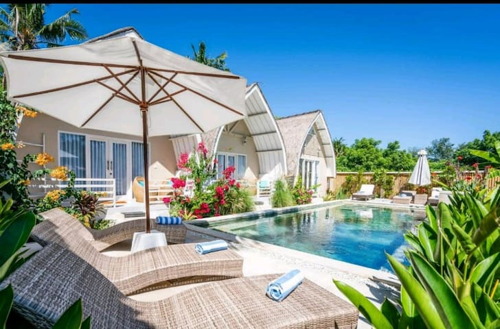 Bungalow with pool view by gili meno  getaway