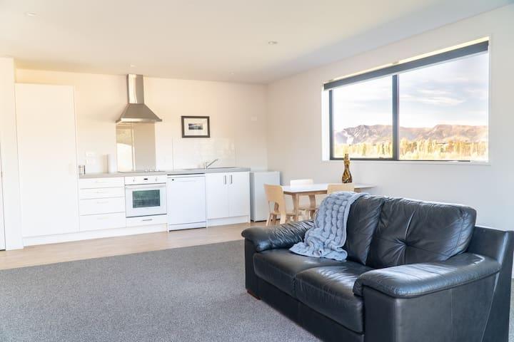 Spacious&modern 1 bedroom flat | couple's getaway!