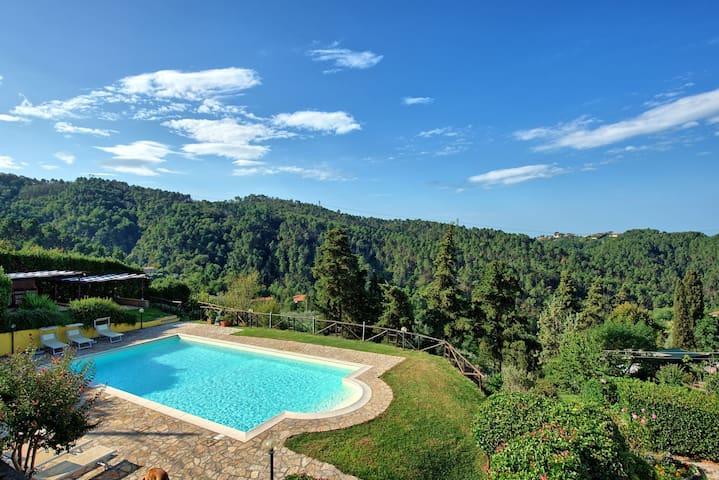IL PAGGIO,Villa Chelucci, Il Castello di Gualdo