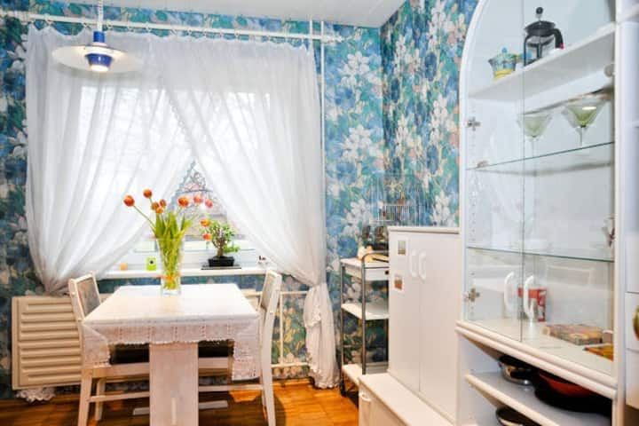 Bright and cozy 2 bedroom flat