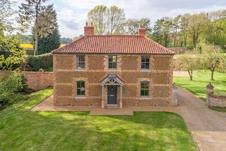 Gardeners Cottage & Walled Garden - Fring Estate