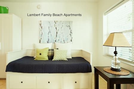 Very clean studio, beach: 0.2 mile, F.Lauderdale