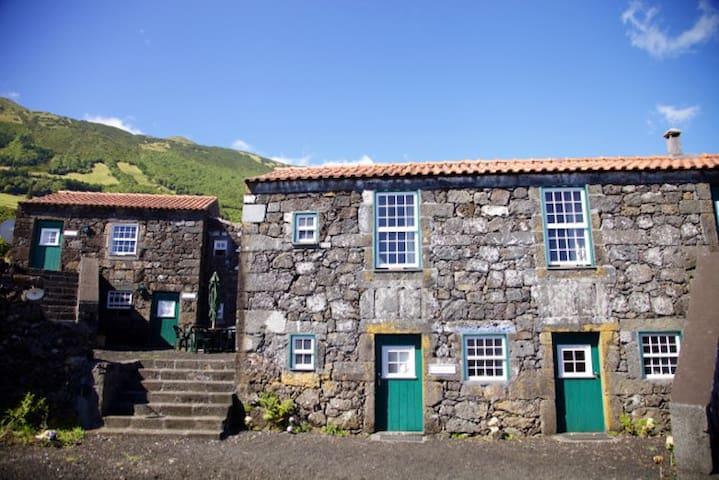 Andorinha,Private room,Stone house