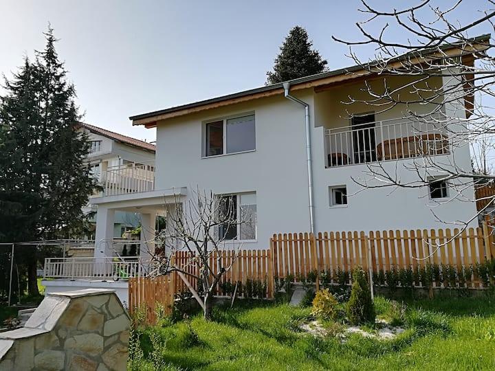 Sunny, cozy house near city center & beach resorts